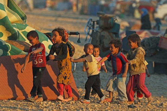 Xót xa phận cô dâu tị nạn trẻ con - Ảnh 1.