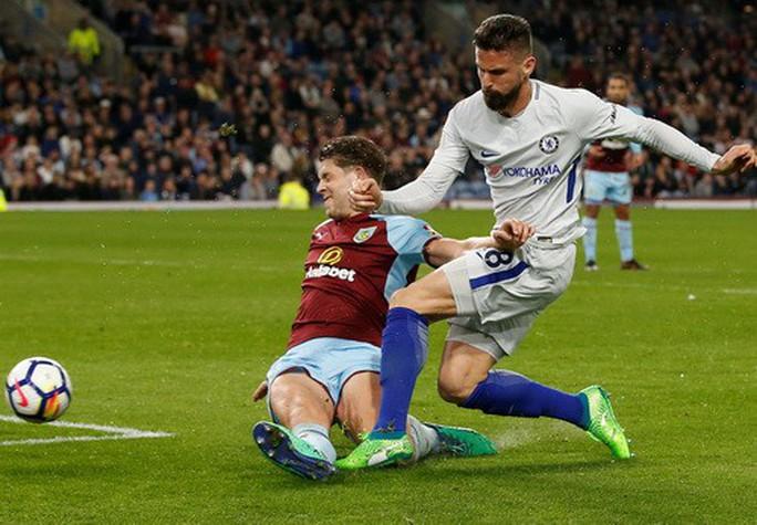 Siêu hậu vệ lập công, Chelsea mơ tranh Top 4 - Ảnh 2.