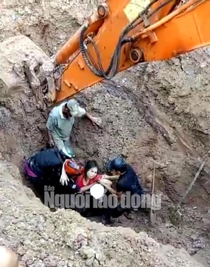 Kỳ tích cứu sống vợ chồng bị chôn sâu hơn 2 m trong gần 1 giờ - Ảnh 2.