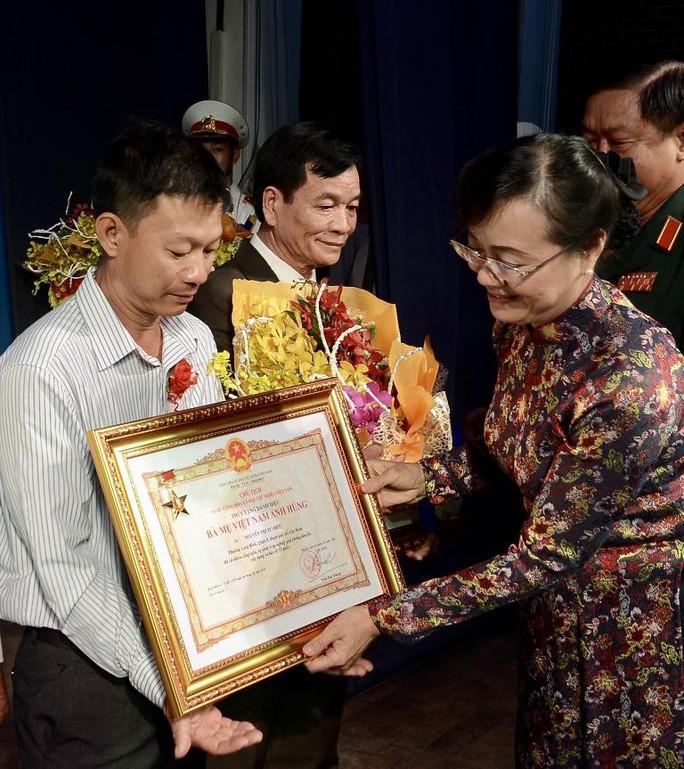 Tự hào được truy tặng danh hiệu Bà Mẹ Việt Nam Anh hùng - Ảnh 2.