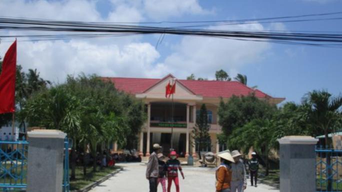Bình Định: Không được chặn xe QL1, dân đến trụ sở xã phản đối - Ảnh 2.