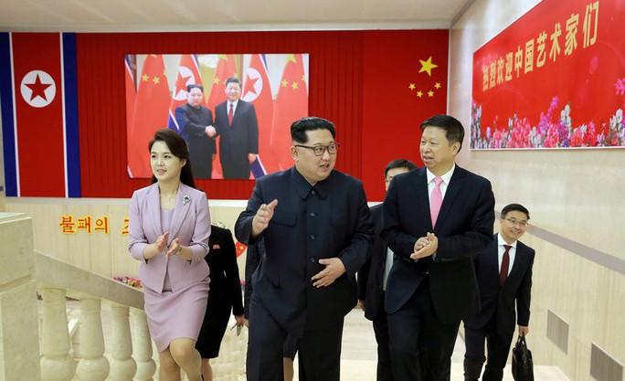 Ông Kim Jong-un bất ngờ xuống nước chưa từng thấy - Ảnh 2.