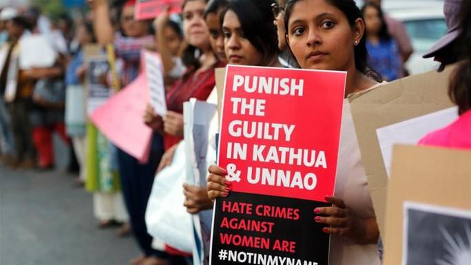 """Ấn Độ: Cha """"tặng"""" con gái cho bạn già cưỡng hiếp tập thể - Ảnh 2."""