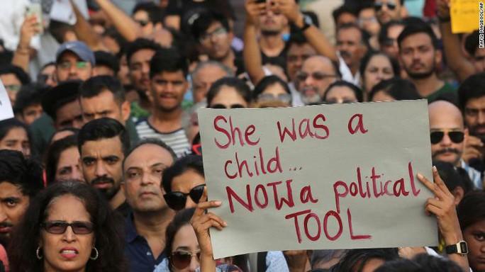 Chính trường Ấn Độ dậy sóng vì nạn cưỡng hiếp - Ảnh 1.