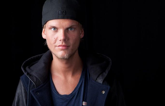 Hàng ngàn người tưởng niệm DJ qua đời tuổi 28 - Ảnh 1.