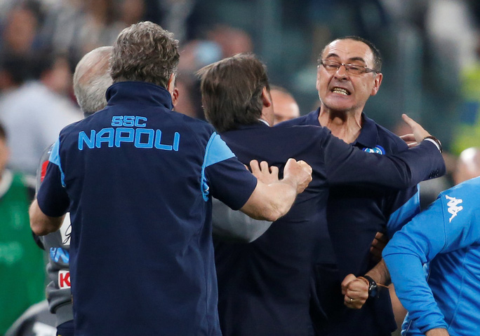 Cổ động viên Napoli bật khóc khi đội nhà hạ Juventus - Ảnh 11.