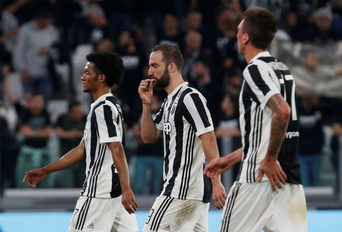 Cổ động viên Napoli bật khóc khi đội nhà hạ Juventus - Ảnh 12.