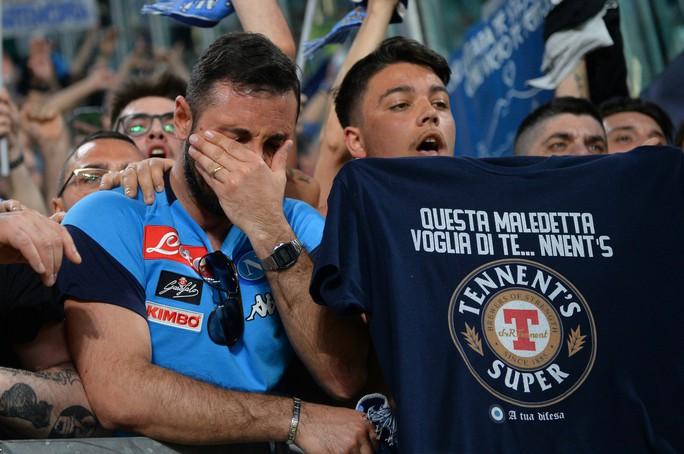 Cổ động viên Napoli bật khóc khi đội nhà hạ Juventus - Ảnh 8.