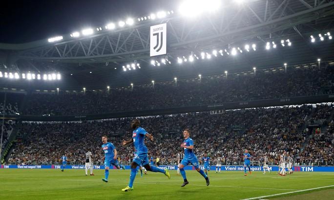 Cổ động viên Napoli bật khóc khi đội nhà hạ Juventus - Ảnh 4.