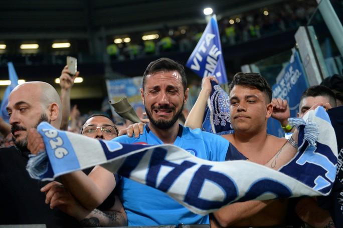 Cổ động viên Napoli bật khóc khi đội nhà hạ Juventus - Ảnh 6.