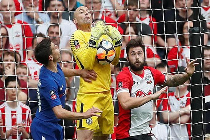 Chelsea hạ Southampton, Conte hẹn hò Mourinho ở chung kết FA Cup - Ảnh 2.