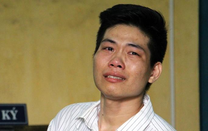 Kẻ giết người yêu vì níu kéo bất thành khóc nức nở tại tòa - Ảnh 1.