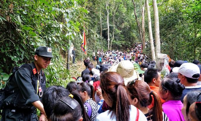 Hàng triệu người đổ về Giỗ Tổ Hùng Vương - Lễ hội Đền Hùng - Ảnh 1.