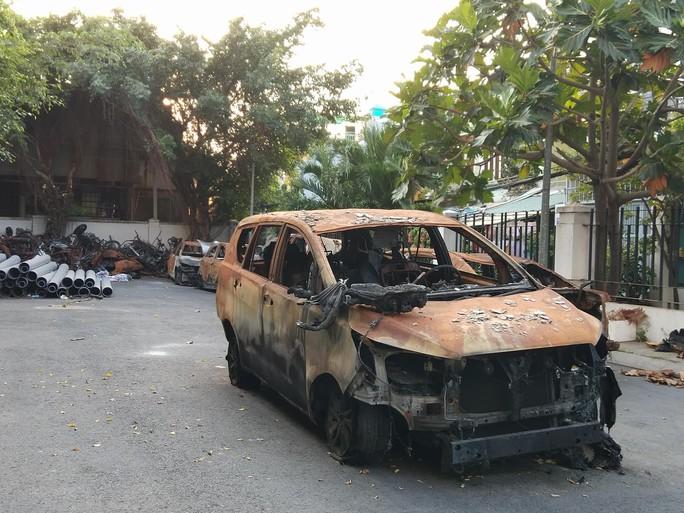 Sau vụ cháy chung cư Carina, Công ty Năm Bảy Bảy ngưng bán hàng - Ảnh 2.