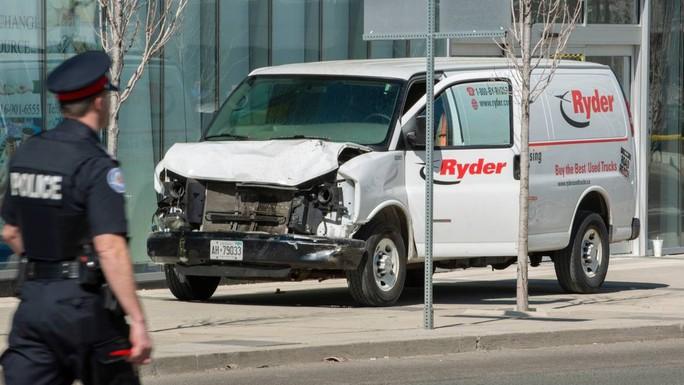 Canada: Xe tải lao vào đám đông, 10 người thiệt mạng - Ảnh 2.