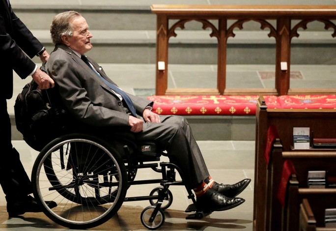 Sau khi chôn vợ, cựu Tổng thống Bush nhập viện - Ảnh 2.
