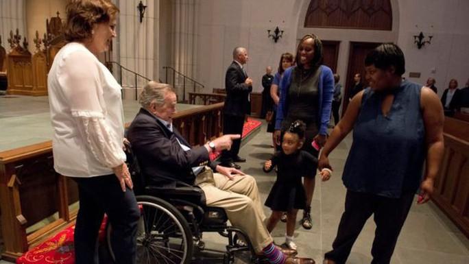 Sau khi chôn vợ, cựu Tổng thống Bush nhập viện - Ảnh 5.