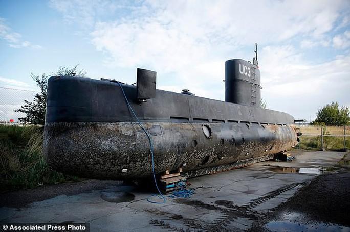 Nghi phạm phân xác nữ nhà báo trên tàu ngầm lãnh án chung thân - Ảnh 3.