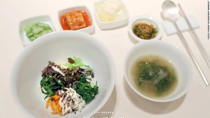 Triều Tiên đưa đầu bếp xịn tới thượng đỉnh liên Triều - Ảnh 7.