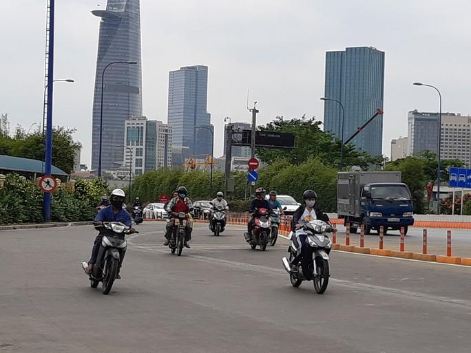 Cấm xe 2 bánh qua hầm sông Sài Gòn đêm 30-4 - Ảnh 1.