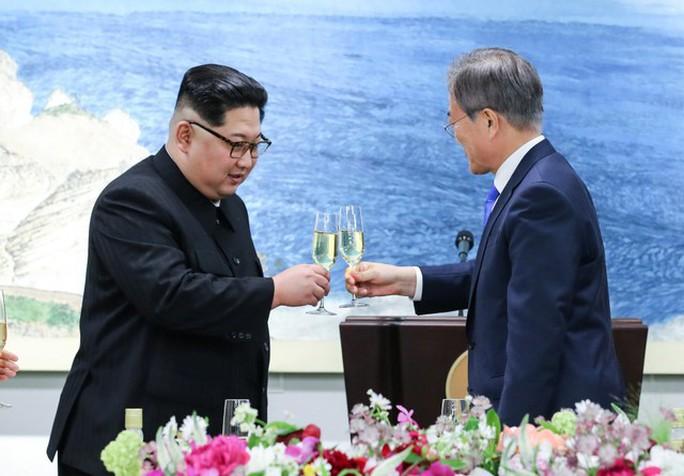 Tiệc tối thân tình của thượng đỉnh liên Triều - Ảnh 5.