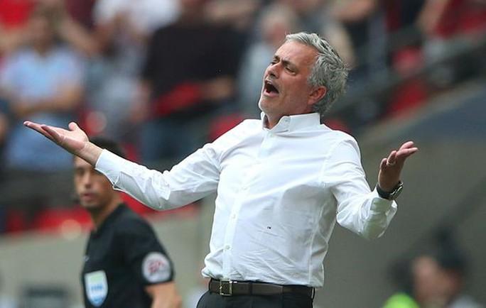 Bị tố không biết xài Salah, Mourinho phản pháo - Ảnh 2.