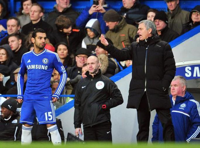 Bị tố không biết xài Salah, Mourinho phản pháo - Ảnh 3.