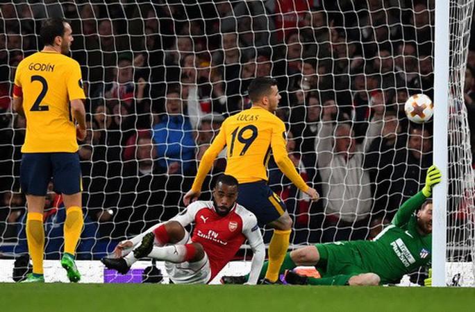 Đánh rơi chiến thắng trước Atletico, Arsenal khó mơ Europa League - Ảnh 4.
