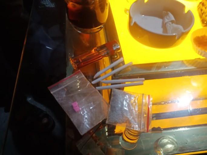 Đột kích quán bar cho khách sử dụng ma túy ở trung tâm Sài Gòn - Ảnh 4.