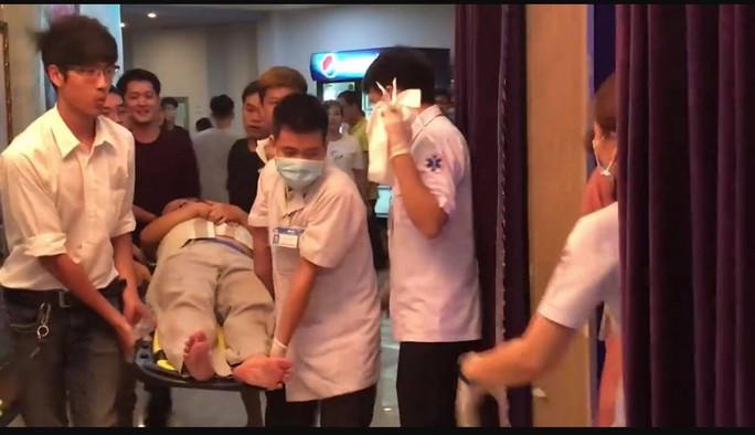 Khán giả ngất xỉu khi xem kịch kinh dị của sân khấu Hồng Vân - Ảnh 2.