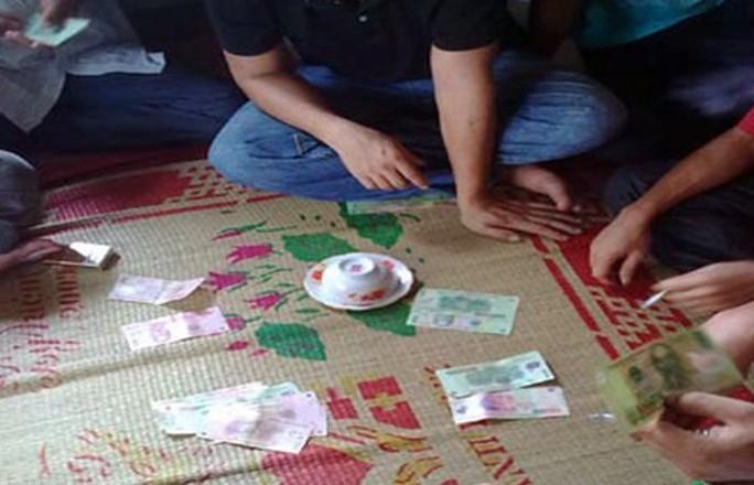 Phá đường dây đánh bạc ở quê nghèo - Ảnh 1.