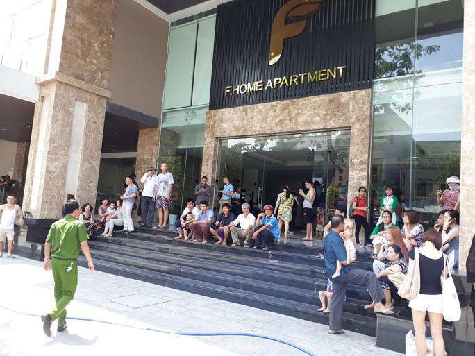 Cháy chung cư cao cấp ở Đà Nẵng, hàng trăm người bỏ chạy - Ảnh 1.