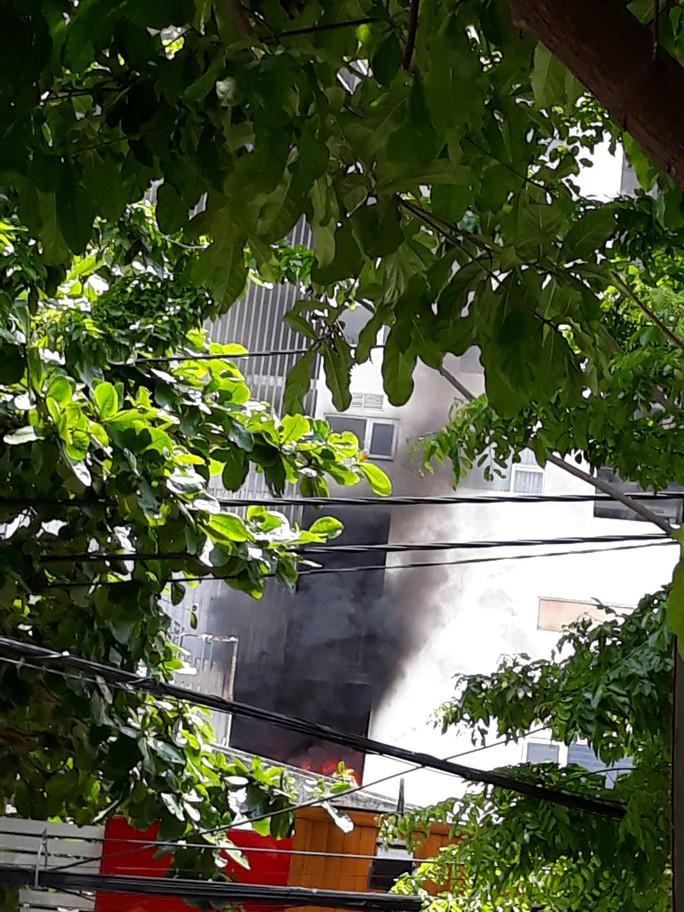 Cháy chung cư cao cấp ở Đà Nẵng, hàng trăm người bỏ chạy - Ảnh 2.