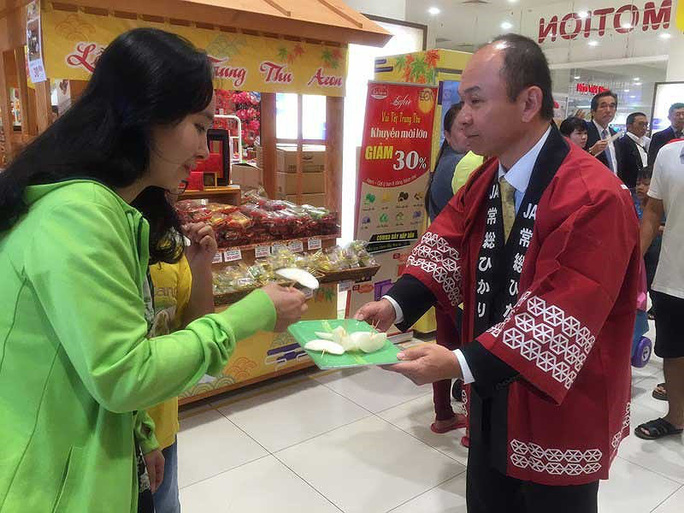 Giám đốc người Nhật bán cua, nước tương… ở Việt Nam - Ảnh 1.
