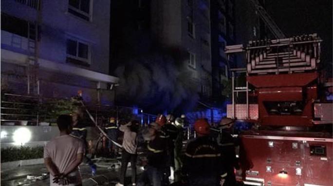 Cháy chung cư Carina: Nhiều sai phạm cần làm rõ - Ảnh 1.