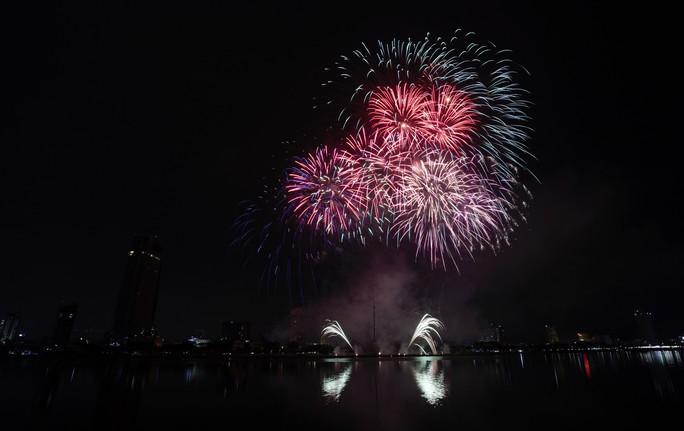 Pháo hoa rực sáng trên sông Hàn - Ảnh 21.