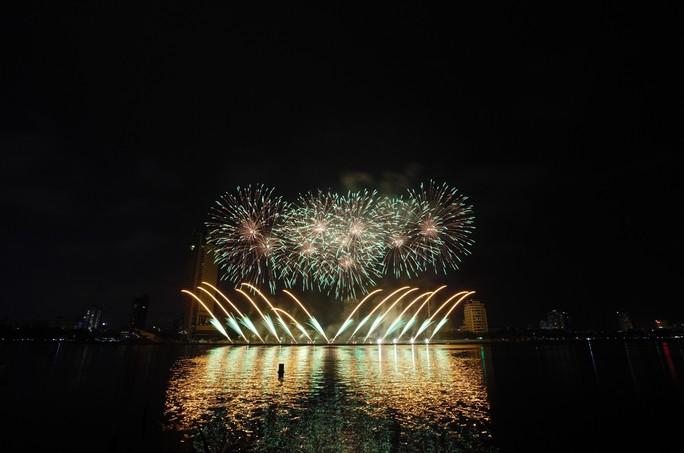 Pháo hoa rực sáng trên sông Hàn - Ảnh 22.