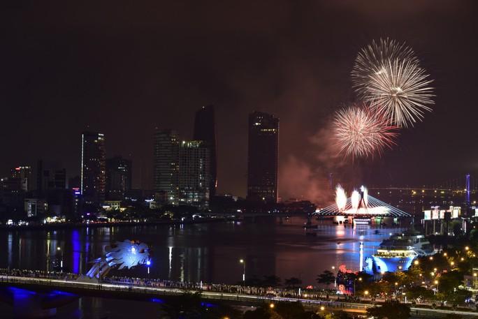 Pháo hoa rực sáng trên sông Hàn - Ảnh 24.