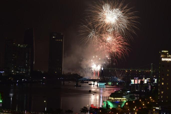Pháo hoa rực sáng trên sông Hàn - Ảnh 25.