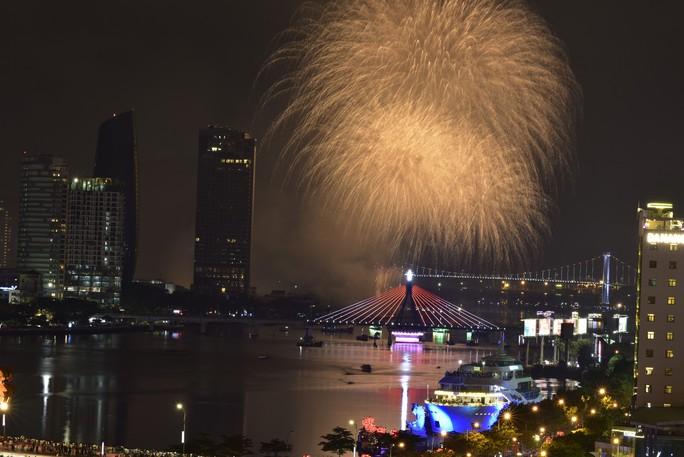 Pháo hoa rực sáng trên sông Hàn - Ảnh 27.