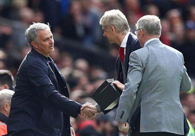 Vì sao Wenger được tri ân ở cuộc đối đầu cuối tại Old Trafford? - Ảnh 5.