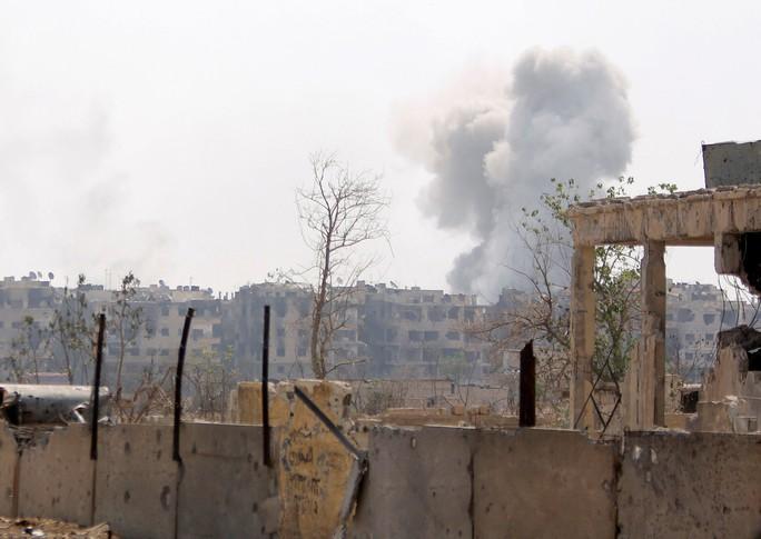 Quân đội Syria siết vòng vây quanh trại tị nạn Palestine - Ảnh 2.