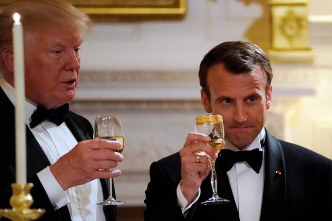 Đằng sau tình huynh đệ Trump - Macron - Ảnh 1.