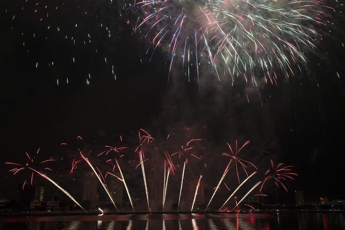 Pháo hoa rực sáng trên sông Hàn - Ảnh 6.