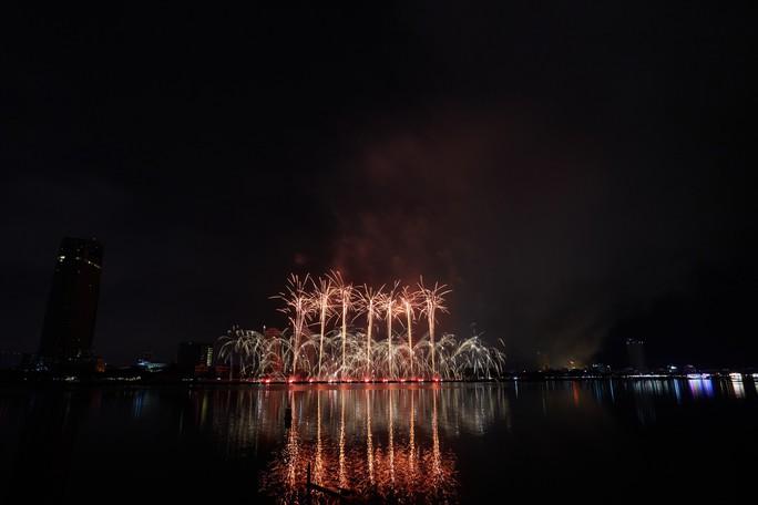 Pháo hoa rực sáng trên sông Hàn - Ảnh 11.
