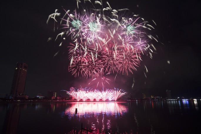 Pháo hoa rực sáng trên sông Hàn - Ảnh 16.