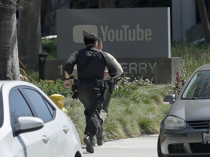 Xả súng tại trụ sở YouTube ở Mỹ: Nghi phạm tức giận vì chế độ duyệt video - Ảnh 4.