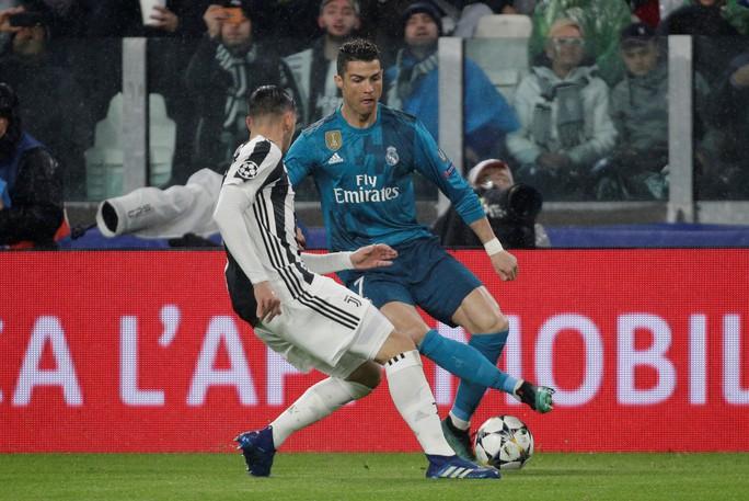 Ronaldo lập siêu phẩm khiến Juventus ôm hận tại Turin - Ảnh 1.