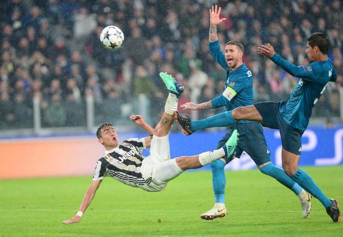 Ronaldo lập siêu phẩm khiến Juventus ôm hận tại Turin - Ảnh 3.