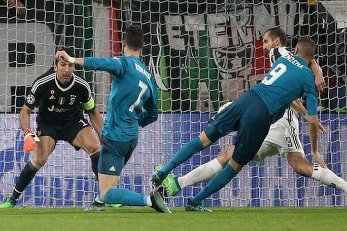 Ronaldo lập siêu phẩm, xô đổ hàng loạt kỷ lục châu Âu - Ảnh 2.